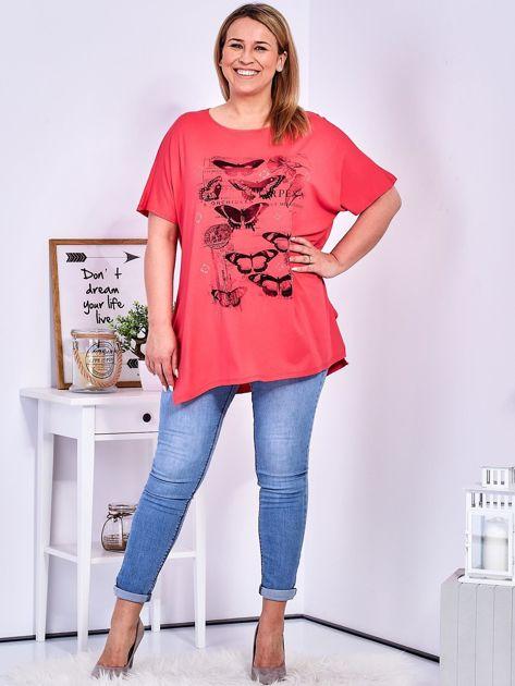 Koralowy t-shirt damski w motyle PLUS SIZE                              zdj.                              4