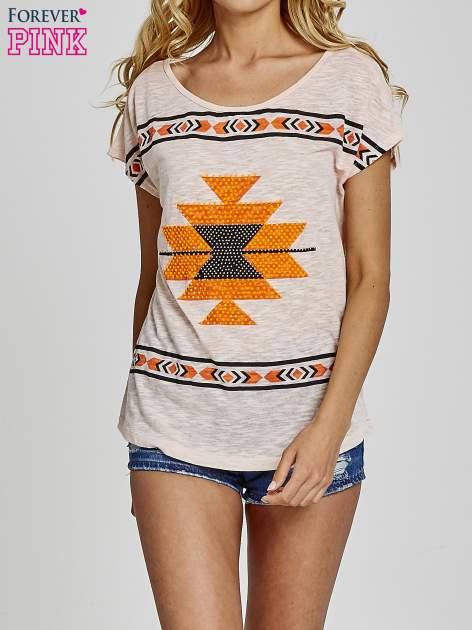 Koralowy t-shirt we wzory azteckie z dżetami