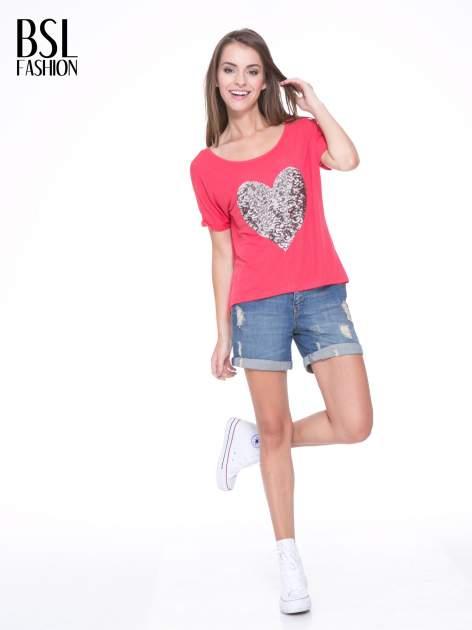 Koralowy t-shirt ze srebrnym sercem z cekinów                                  zdj.                                  5
