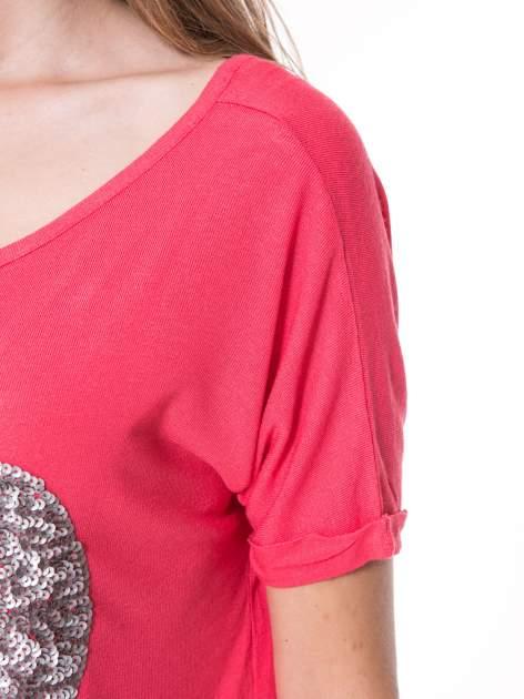 Koralowy t-shirt ze srebrnym sercem z cekinów                                  zdj.                                  8