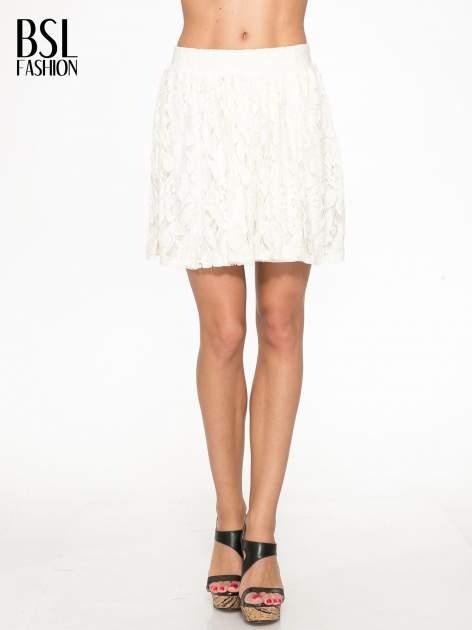Kremowa koronkowa mini spódniczka na gumkę                                  zdj.                                  1