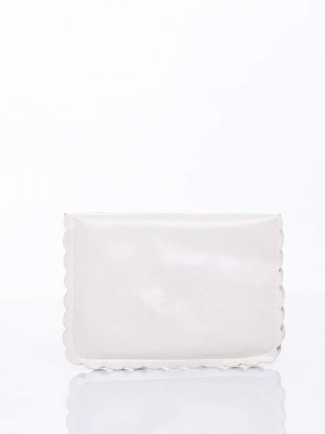 Kremowa torebka listonoszka z falowanym wykończeniem                                  zdj.                                  3