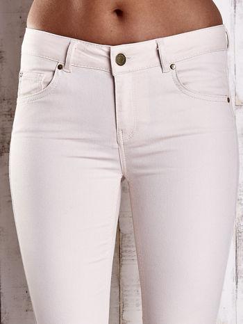Kremowe spodnie ze złotymi napami                                  zdj.                                  4