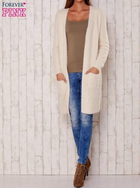 Kremowy długi puszysty sweter                                  zdj.                                  2