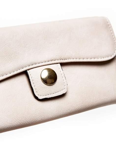 Kremowy portfel z zapięciem na magnes                                  zdj.                                  6