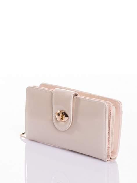 Kremowy portfel ze złotym zapięciem efekt skóry saffiano                                  zdj.                                  2