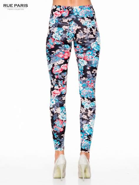 Kwiatowe legginsy w kolorze niebieskim                                  zdj.                                  4