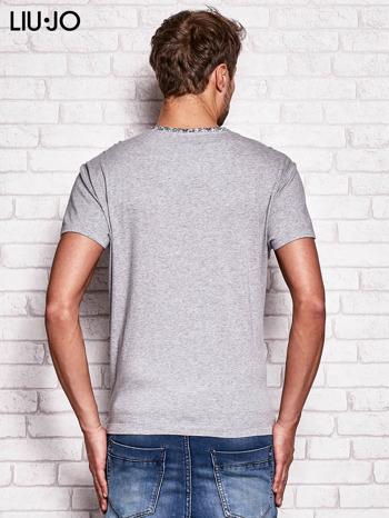 LIU JO Szary t-shirt męski z kwiatowymi wstawkami                                  zdj.                                  2