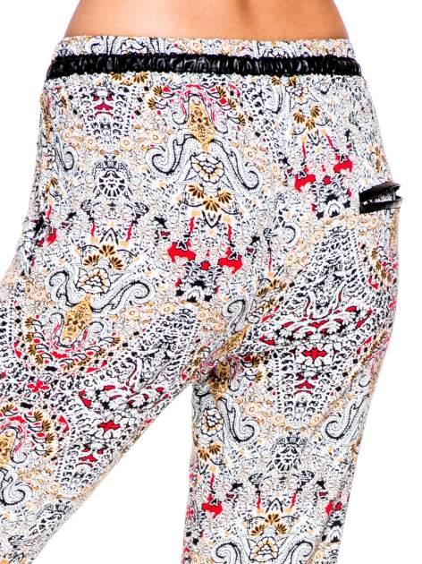 Lejące spodnie we wzór etno                                  zdj.                                  8