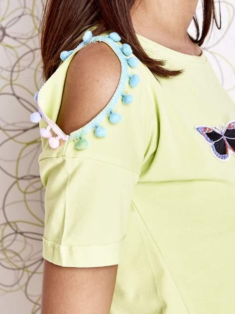 Limonkowy t-shirt z naszywką motyla i pomponami                                  zdj.                                  5