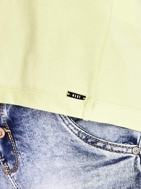 Limonkowy t-shirt z naszywką motyla i pomponami                                  zdj.                                  6