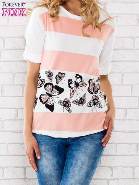 Łososiowa bluzka w pasy z motywem motyli                                  zdj.                                  1