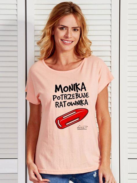 Łososiowy t-shirt damski MONIKA POTRZEBUJE RATOWNIKA by Markus P                              zdj.                              1