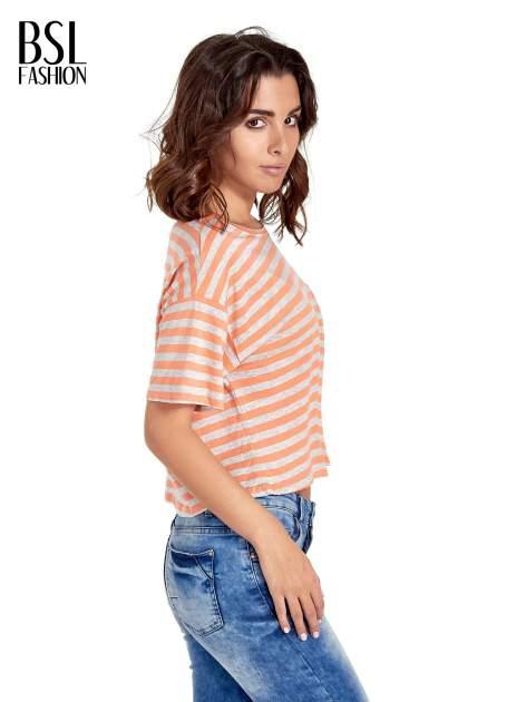 Luźny krótki t-shirt z kieszonką w pomarańczowe paski                                  zdj.                                  3