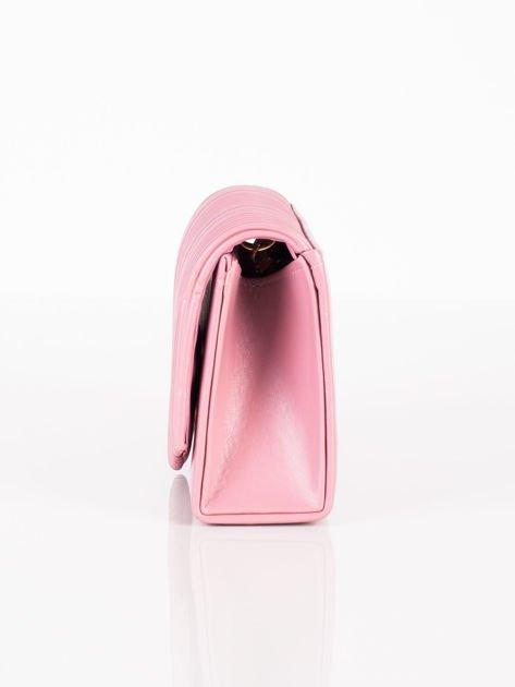 Matowa kopertówka z tłoczeniem pudrowo różowa                              zdj.                              5
