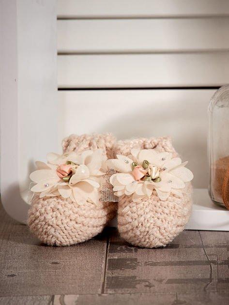 Miękkie buciki dziewczęce z ozdobnymi kwiatami beżowe                              zdj.                              1