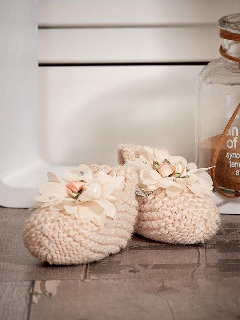 Miękkie buciki dziewczęce z ozdobnymi kwiatami beżowe                              zdj.                              4