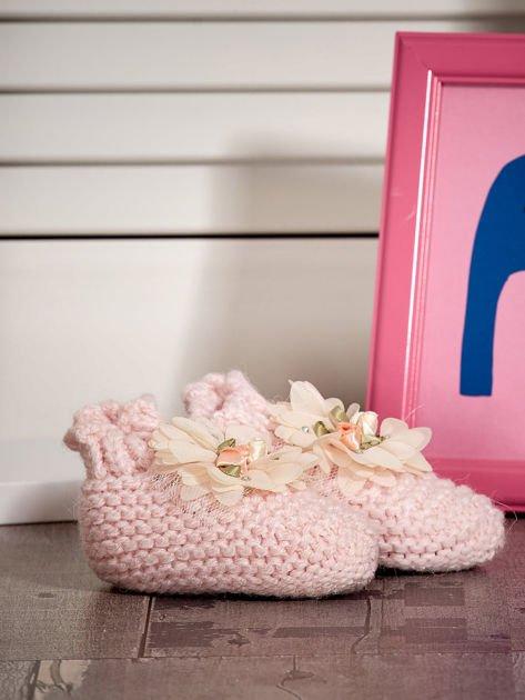 Miękkie buciki dziewczęce z ozdobnymi kwiatami jasnoróżowe                              zdj.                              3