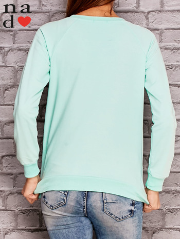 Miętowa bluza z nadrukiem moro                              zdj.                              4