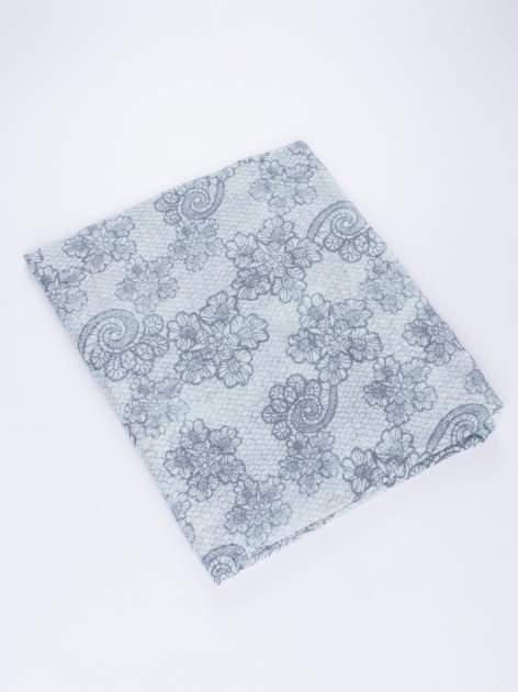 Miętowa chustka w kwiatowy, dekoracyjny ornament                                  zdj.                                  3