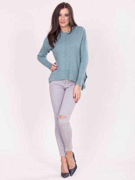 Miętowy sweter z dłuższym tyłem                              zdj.                              4