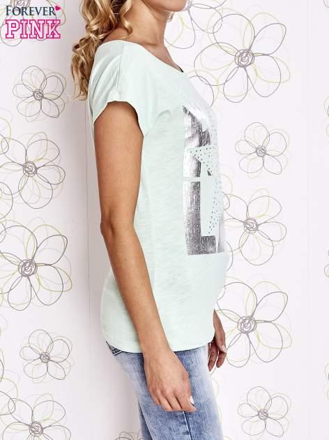 Miętowy t-shirt z motywem gwiazdy i dżetami                                  zdj.                                  3