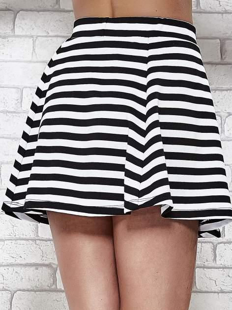 Mini spódnica skater w biało-czarne paski                                  zdj.                                  7