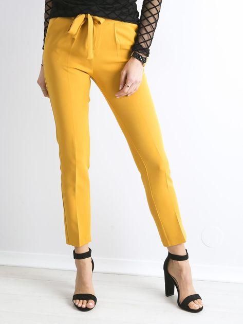 Musztardowe spodnie z wiązaniem                               zdj.                              5