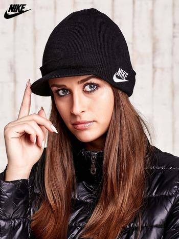 NIKE Czarna dzianinowa czapka z daszkiem                                  zdj.                                  1