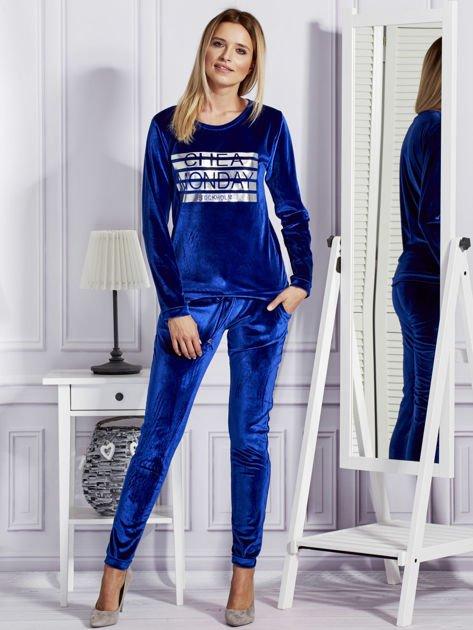 Niebieska aksamitna bluza ze srebrnym nadrukiem                              zdj.                              4