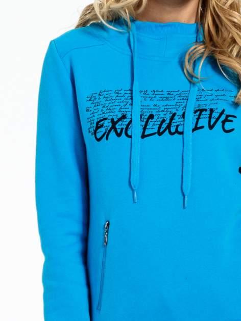 Niebieska bluza sportowa z kapturem i koronką                                  zdj.                                  6