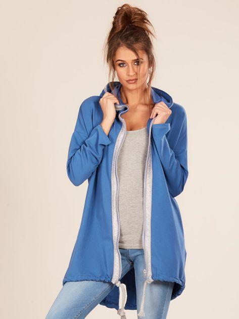 Niebieska bluza z kapturem i napisem z tyłu                              zdj.                              6