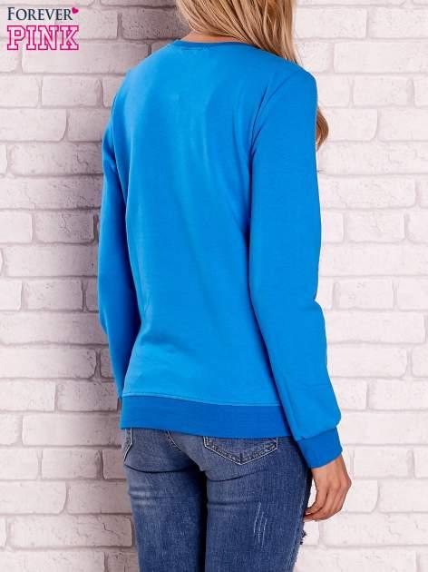 Niebieska bluza z napisem BOSTON 83                                  zdj.                                  4