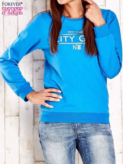 Niebieska bluza z napisem CITY GIRL                                  zdj.                                  1