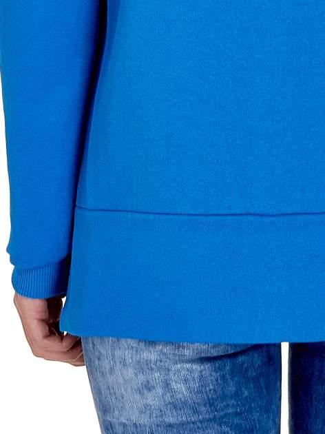 Niebieska bluza z napisem LOVE ME i dłuższym tyłem                                  zdj.                                  6
