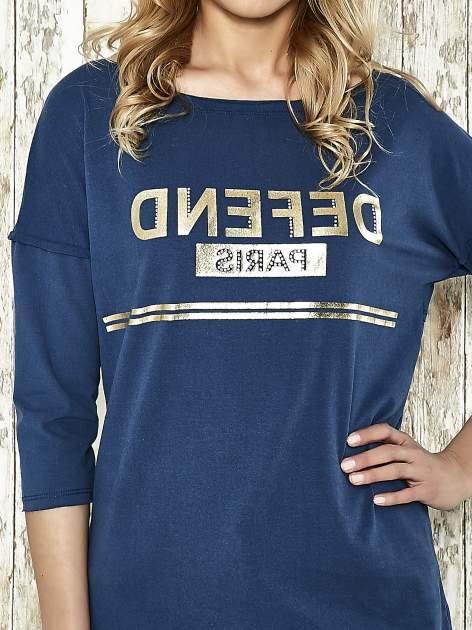 Niebieska bluza ze złotym napisem i suwakiem                                  zdj.                                  4