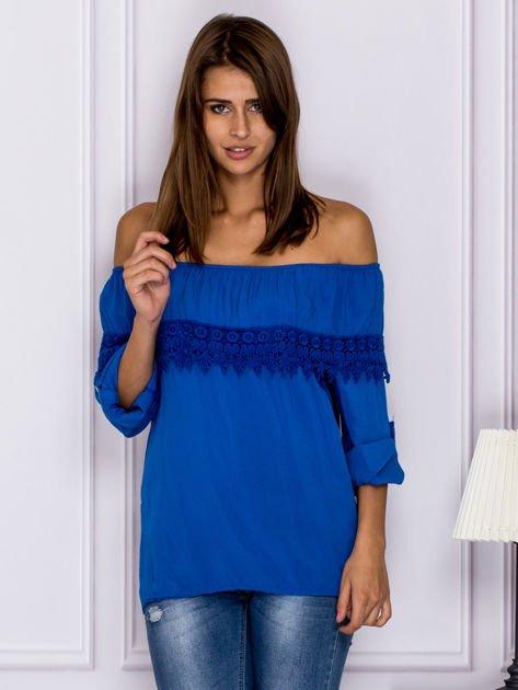 Niebieska bluzka hiszpanka z koronkową lamówką                                  zdj.                                  1