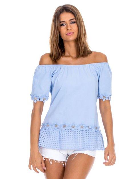 Niebieska bluzka z ażurowym dołem                              zdj.                              1