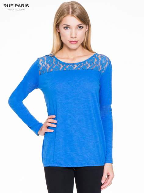 Niebieska bluzka z koronkowym karczkiem                                  zdj.                                  1