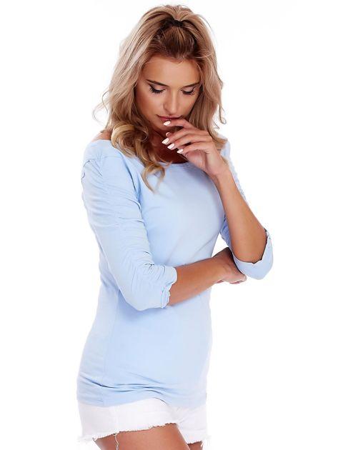 Niebieska bluzka z marszczeniem na ramionach                              zdj.                              3