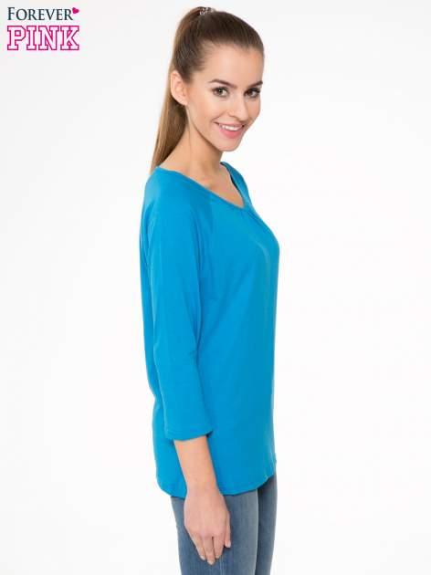 Niebieska bluzka z marszczonym dekoltem i rękawkami 3/4                                  zdj.                                  3
