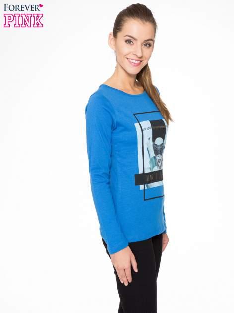 Niebieska bluzka z portretem kobiety i napisem GOOD GIRLS...                                  zdj.                                  3