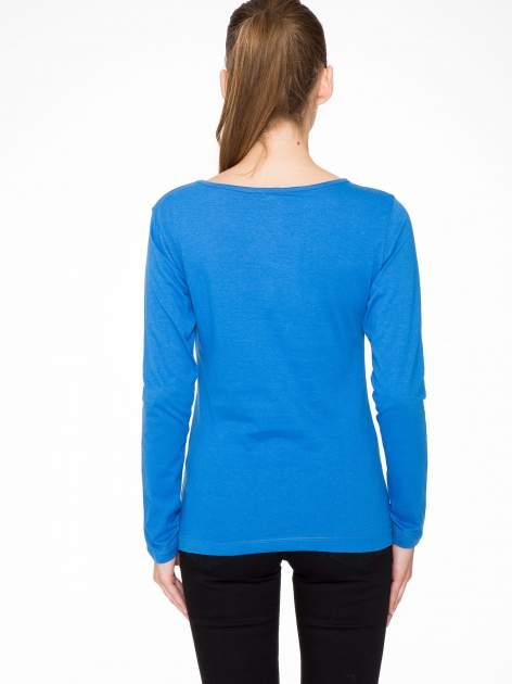 Niebieska bluzka z portretem kobiety i napisem GOOD GIRLS...                                  zdj.                                  4