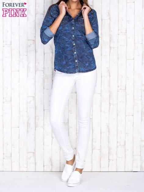 Niebieska damska koszula jeansowa w moro                                  zdj.                                  2