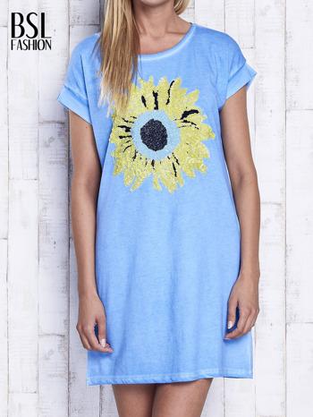 Niebieska dekatyzowana sukienka z cekinowym słonecznikiem                                  zdj.                                  1