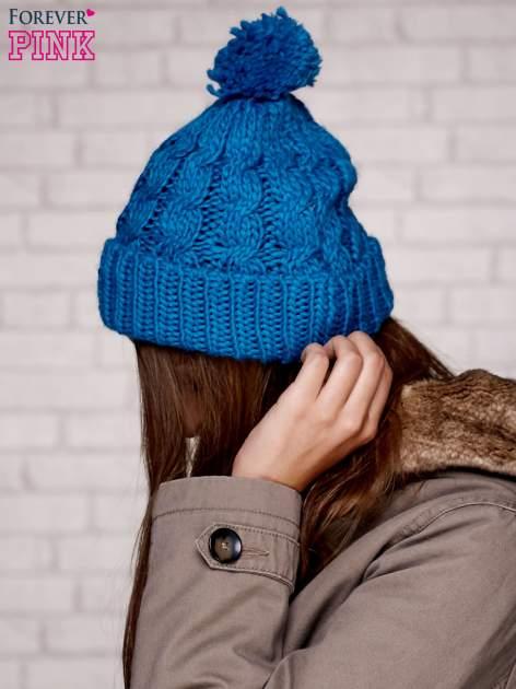 Niebieska dziergana czapka z pomponem                                  zdj.                                  2