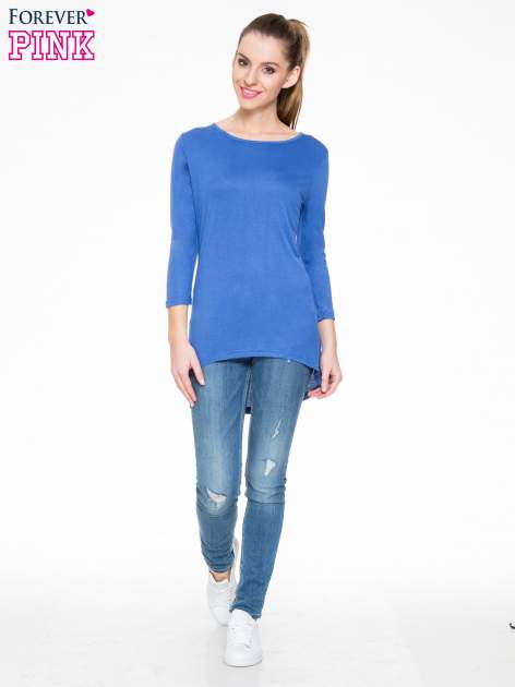 Niebieska gładka bluzka z dłuższym tyłem                                  zdj.                                  2