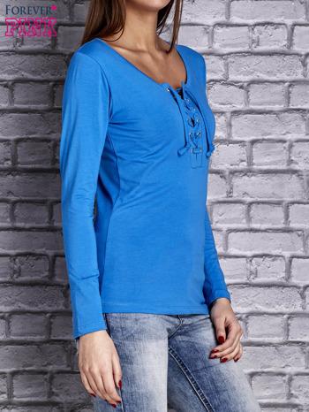 Niebieska gładka bluzka ze sznurowanym dekoltem i troczkami                                   zdj.                                  3