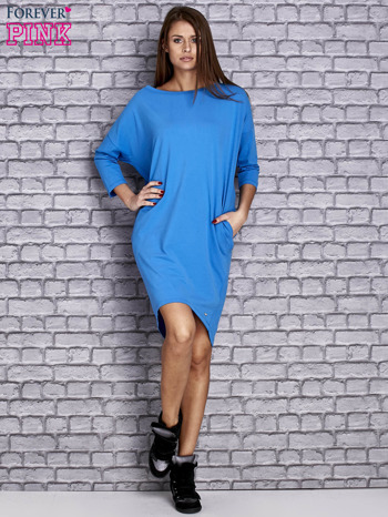 Niebieska gładka sukienka oversize                                  zdj.                                  2