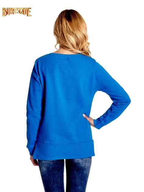 Niebieska klasyczna bluza damska z napisem AVENUE MONTAIGNE                                  zdj.                                  4